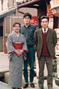学生時代の私と両親