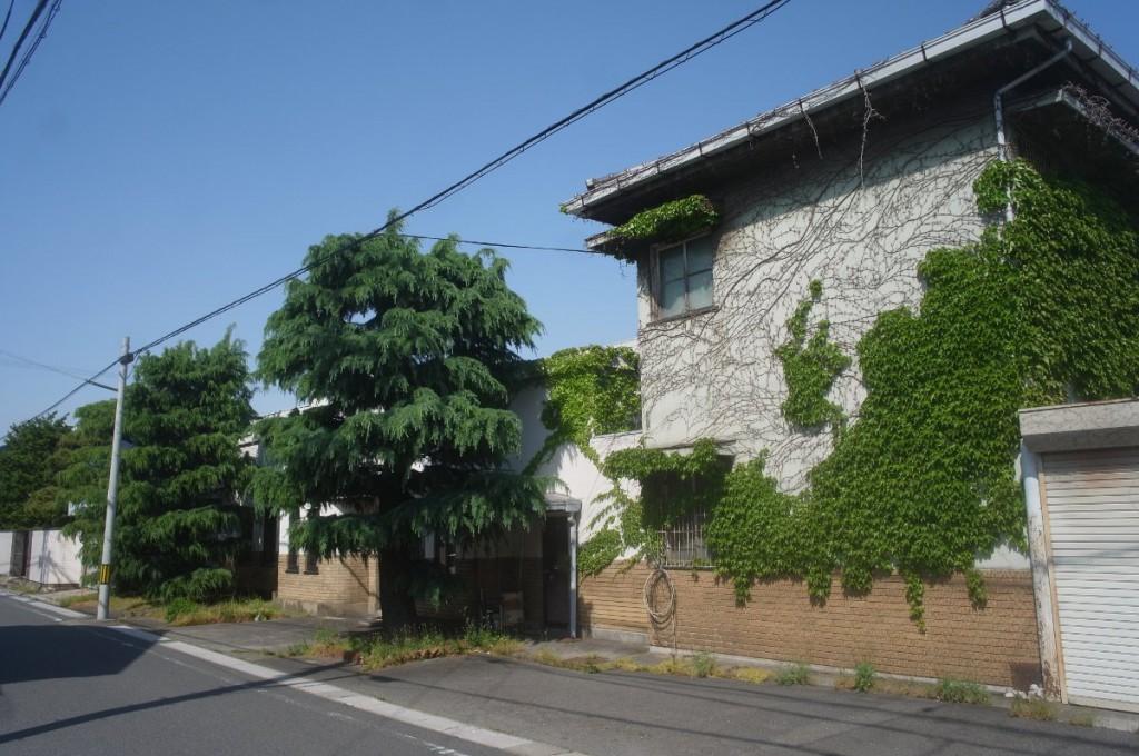 東海道沿いの瀟洒なモルタル造りの洋館。社屋として使われているらしい。 GXR A12 28mm