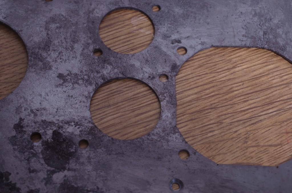 シャーシの表面処理は日本古来の正絹磨きで