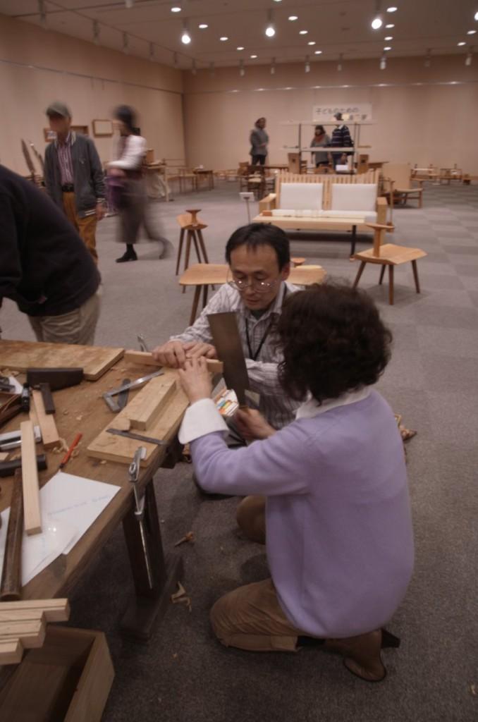 わざわざ東京から来て頂いたお客さま。カバで、江戸っ子風の勢のある仕事。講師は出展者の一人・若森さん。