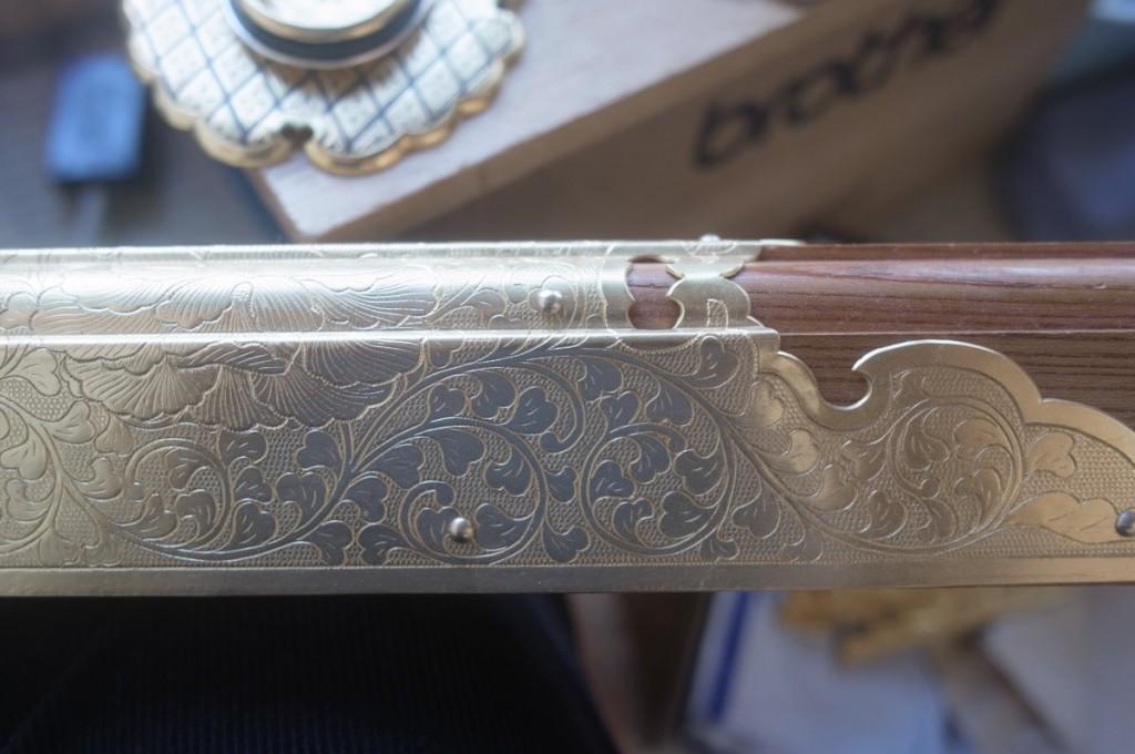 柱の錺金具。水銀で箔押ししたもの。