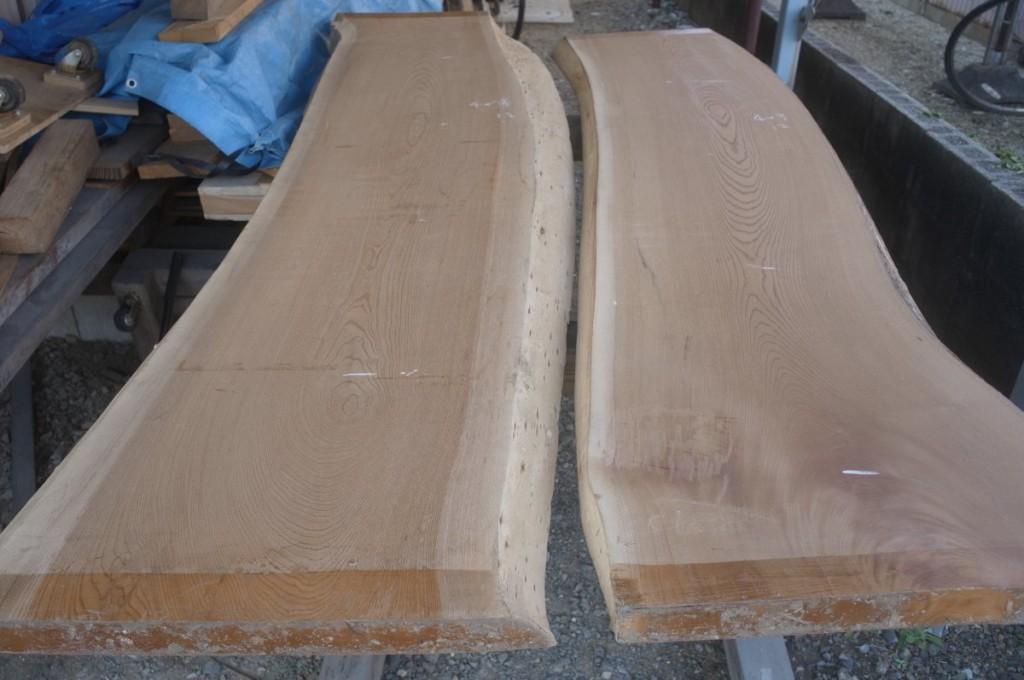 丸ス松井材木さんで買ったケヤキの板2枚