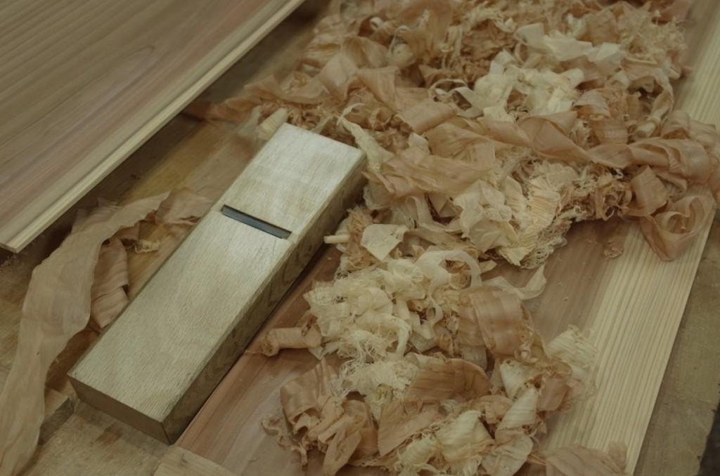 この鉋はシラタも含めて杉が良く削れる。