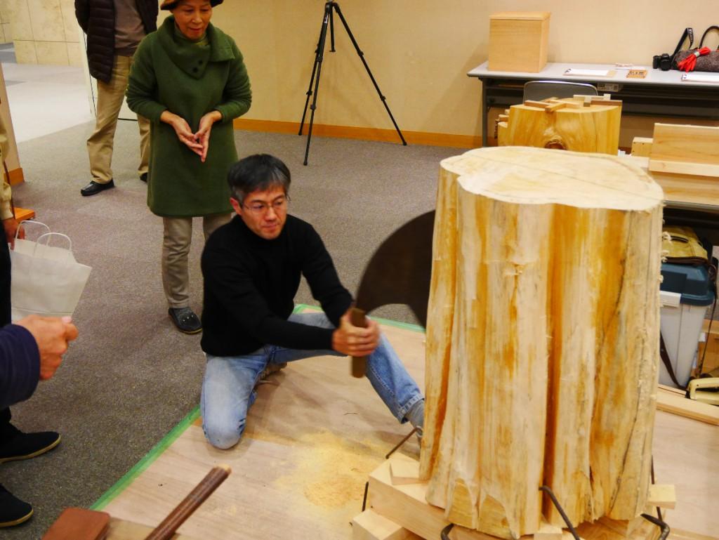 中井さんの大鋸挽きの実演。