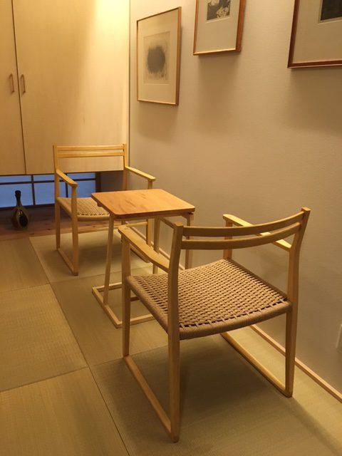 小テーブルと椅子